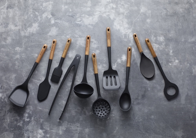 Staub Set of 10 Kitchen Utensils Matte Black | White Stone
